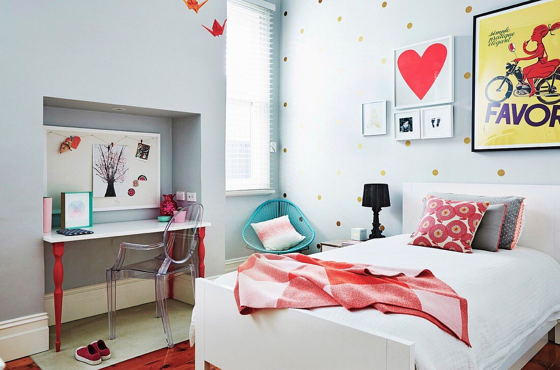Modern girl's room with desk in the alcove