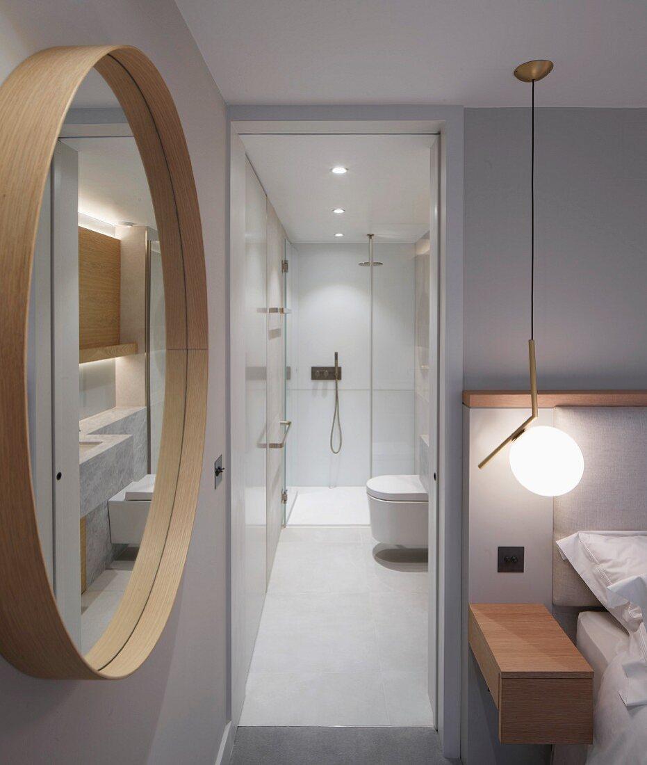 Schlafzimmer Mit Rundem Wandspiegel Bild Kaufen 11983814 Living4media
