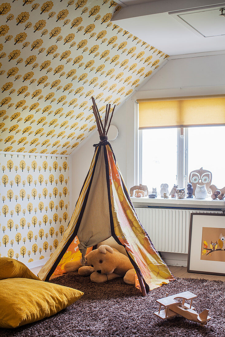 Play wigwam and retro wallpaper in child's bedroom with ochre colour scheme