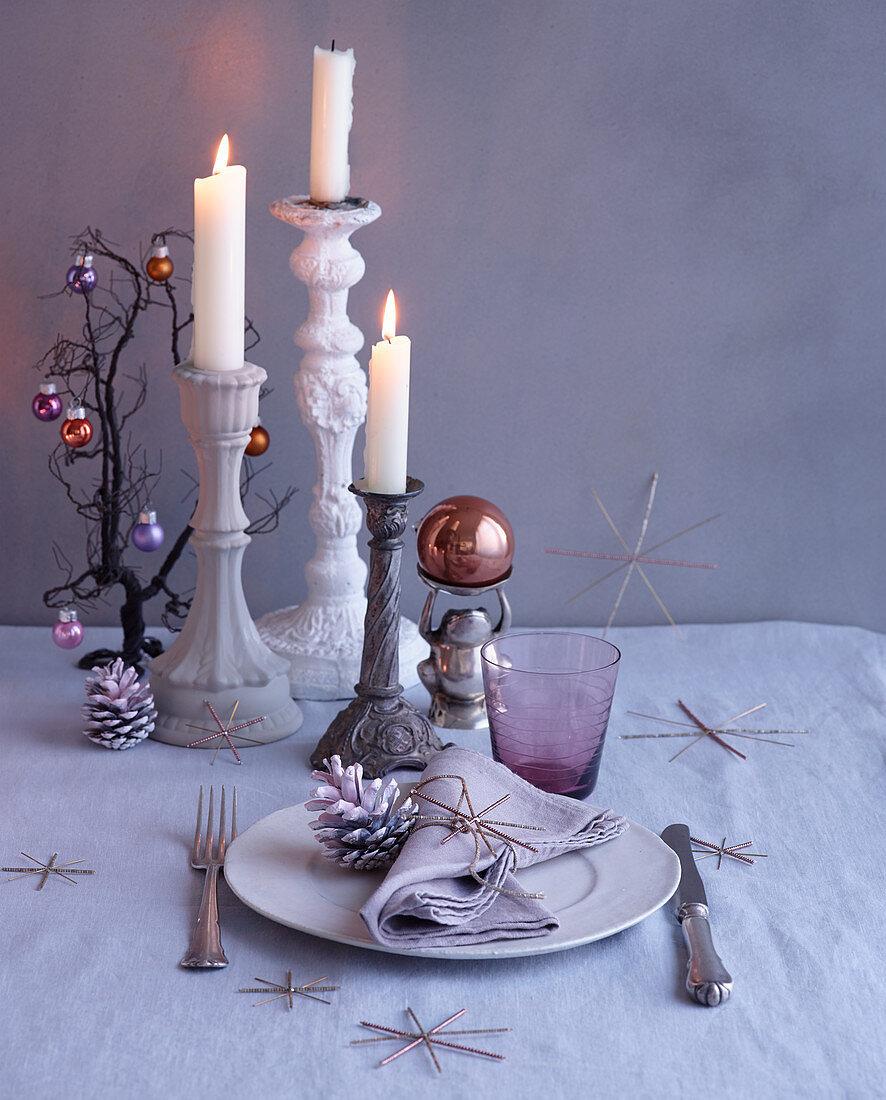 Weihnachtsgedeck und Kerzenleuchter