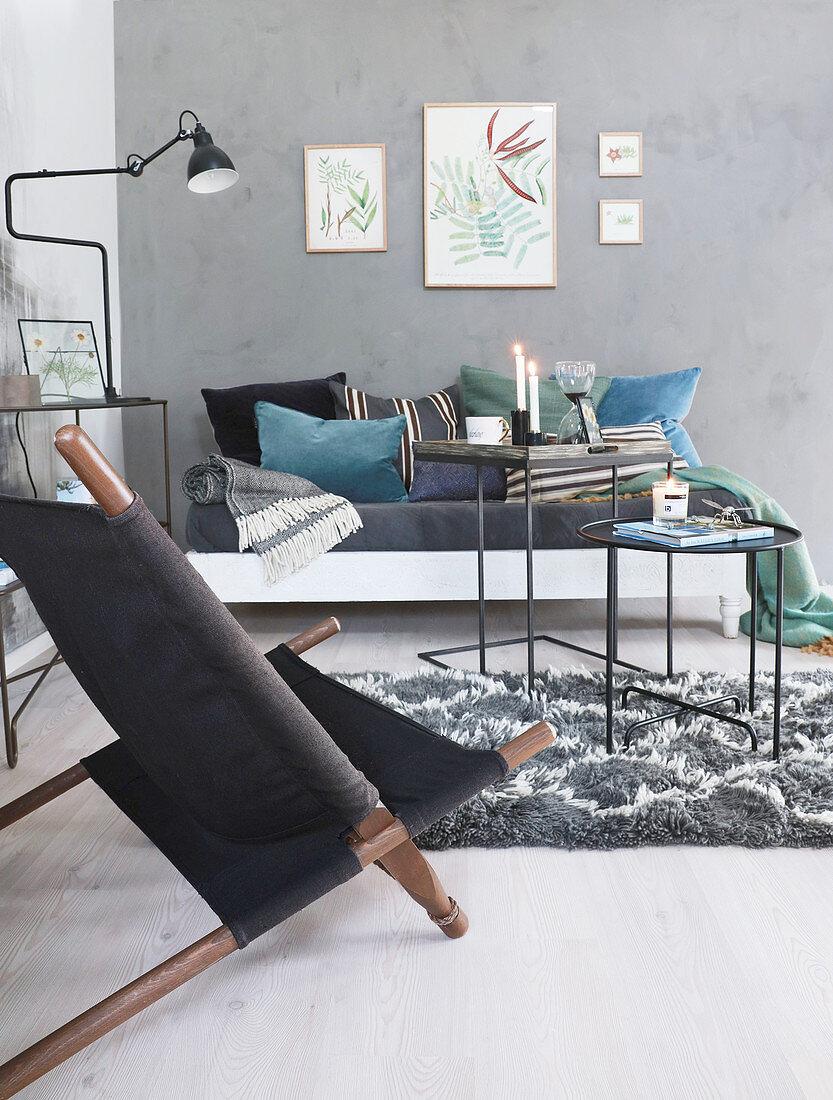 Wohnzimmer Mit Grau Bemalten Wanden Und Bild Kaufen 12454480 Living4media