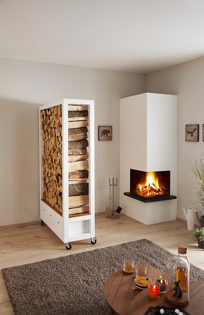 Selbstgebautes Regal Fur Brennholz Neben Bild Kaufen 12462232 Living4media