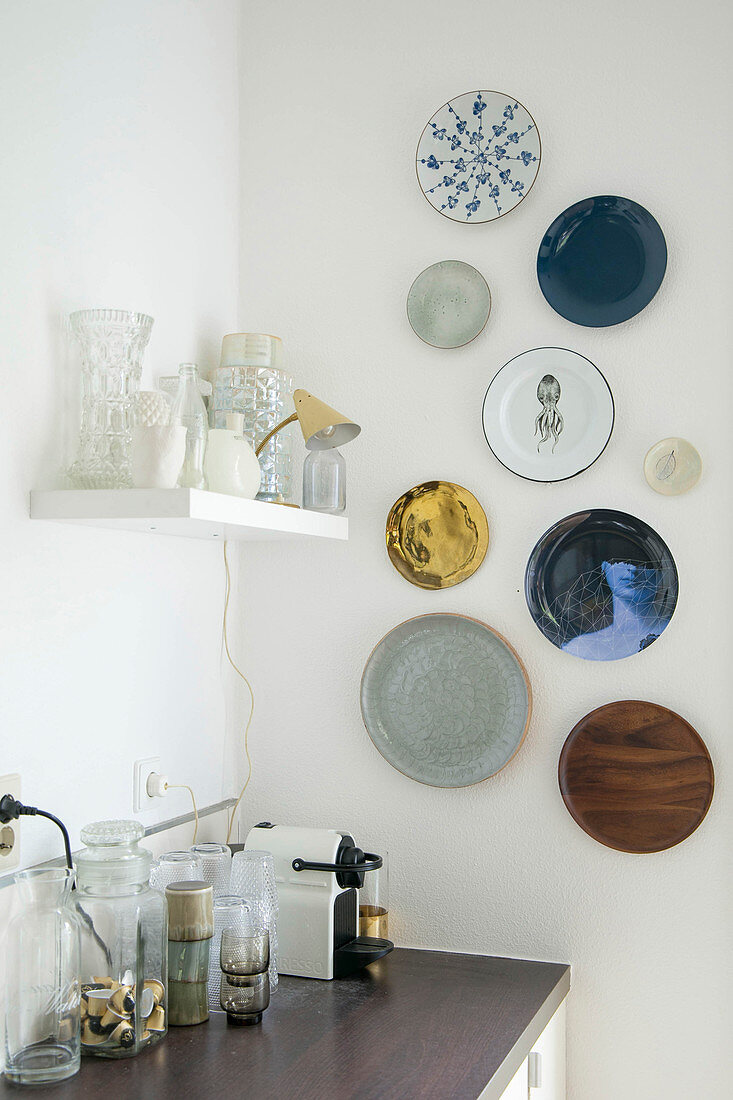 Various decorative wall plates in kitchen
