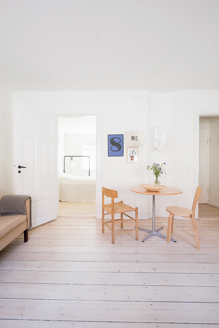 Small dining area in minimalist living room