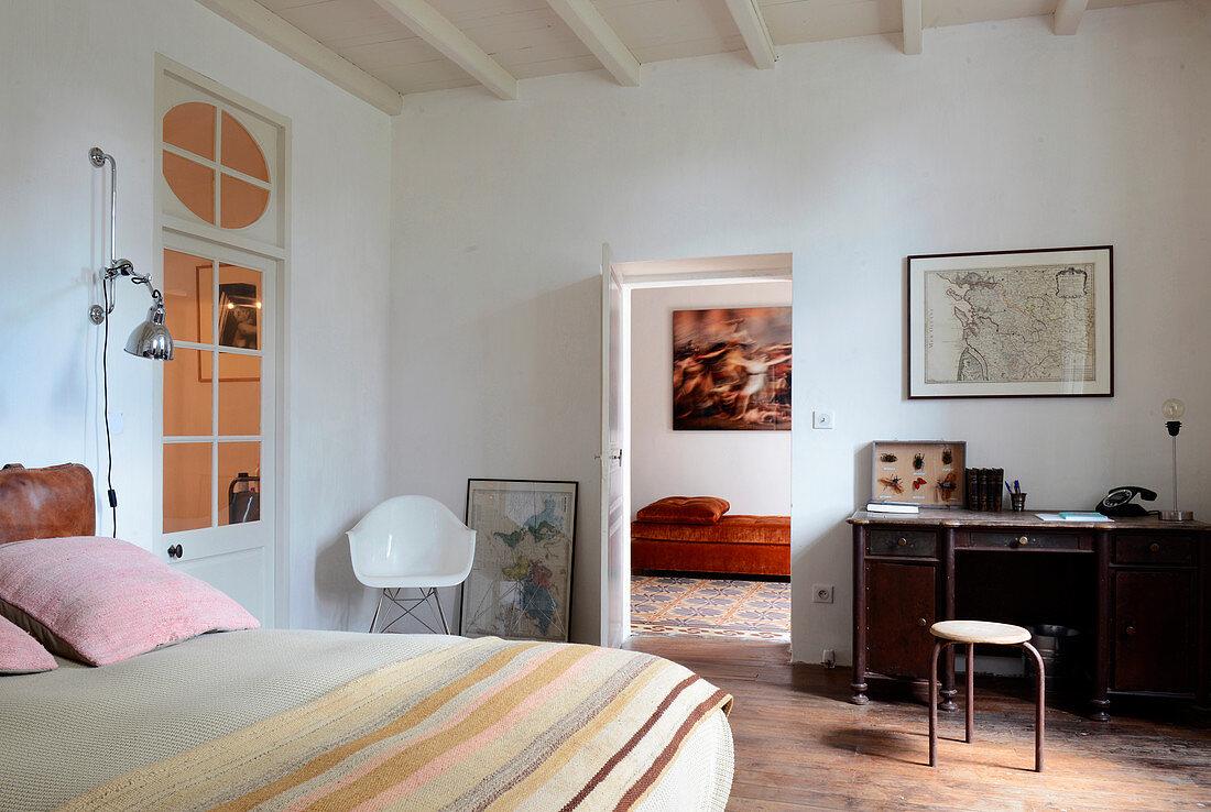 Vintage-style bedroom in Mediterranean country house