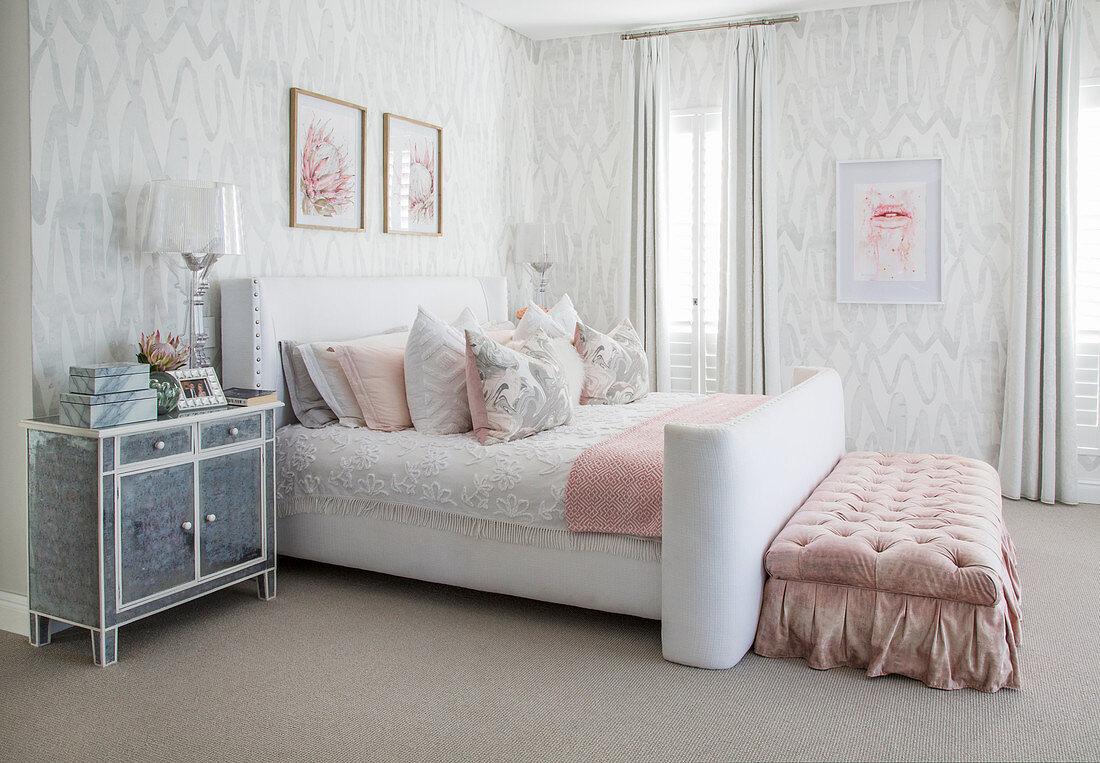 Schlafzimmer In Weiss Grau Mit Rosa Bild Kaufen 12547664 Living4media