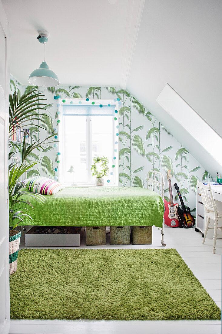Schlafzimmer Unter Der Schrage In Weiss Bild Kaufen 12558026 Living4media