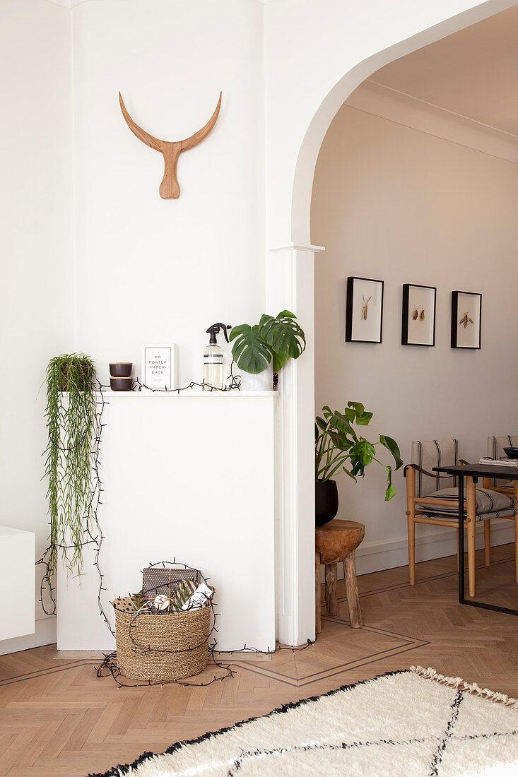 Deko Mit Zimmerpflanzen In Der Ecke Vor Bild Kaufen 12308464 Living4media