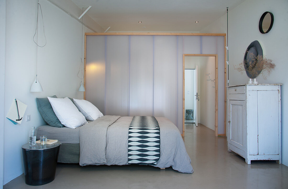 Translucent lightweight partition in grey and white bedroom
