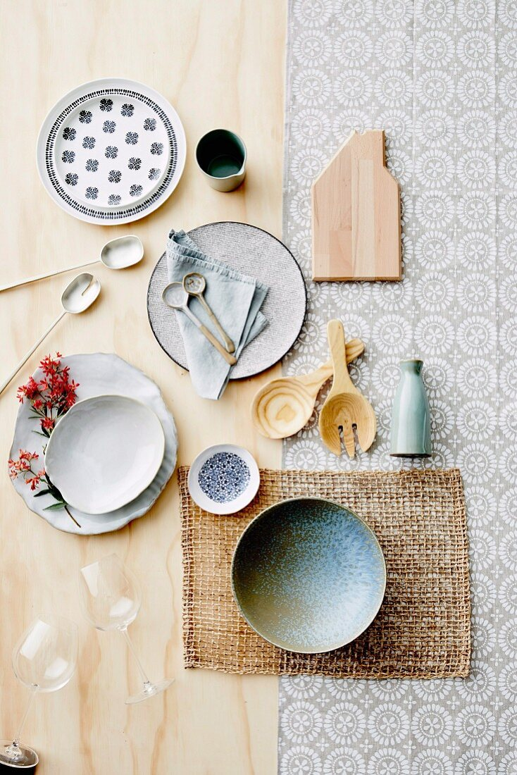 Everything for the laid table in a simple look