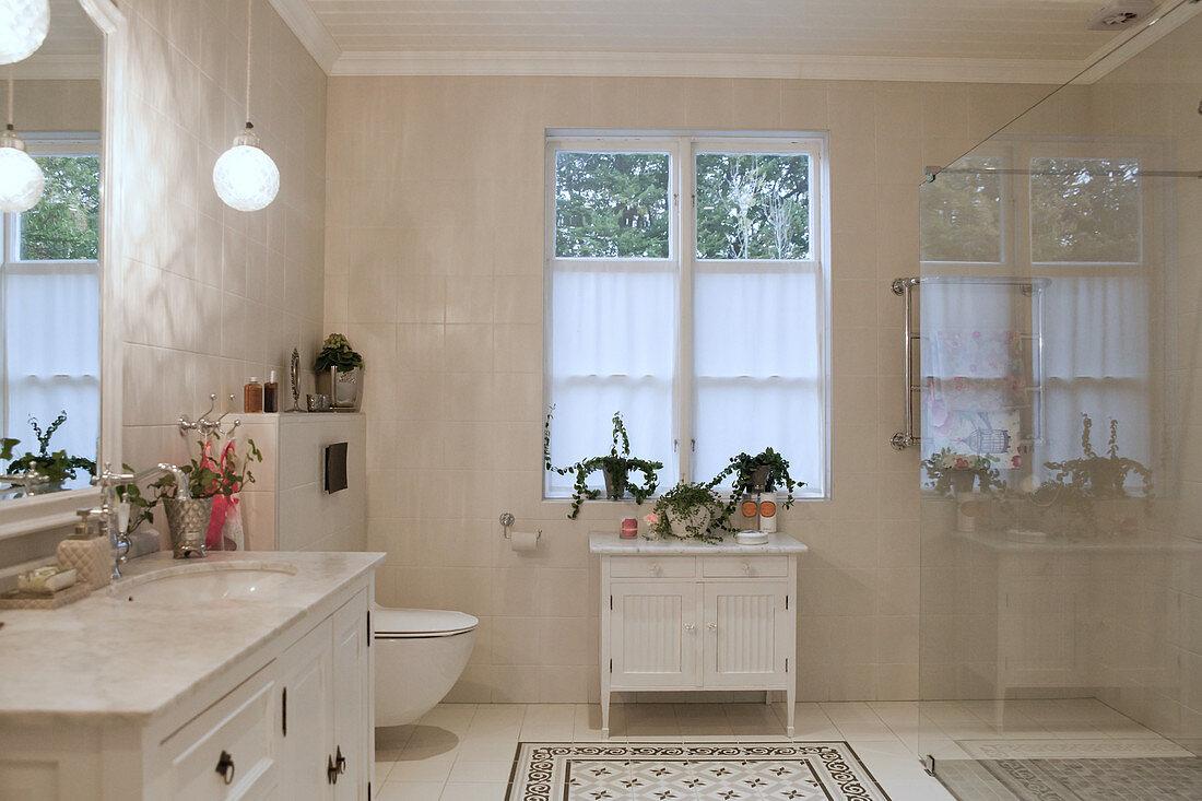 Large bathroom in shades of cream