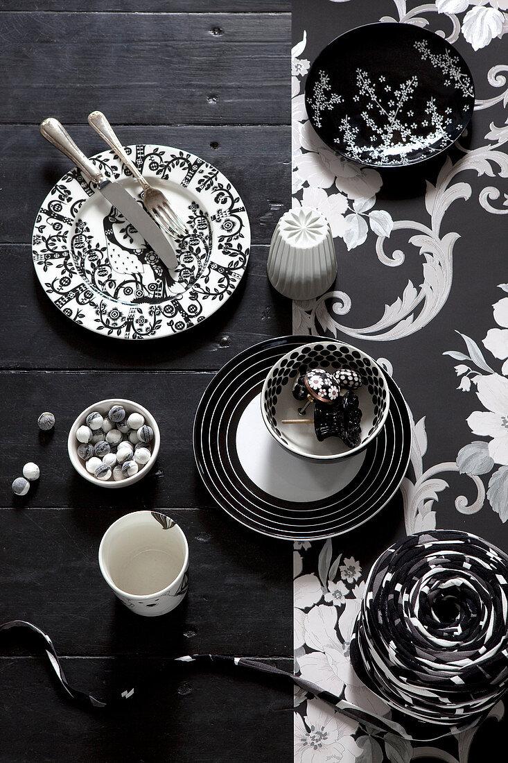 Schwarz Weißes Geschirr