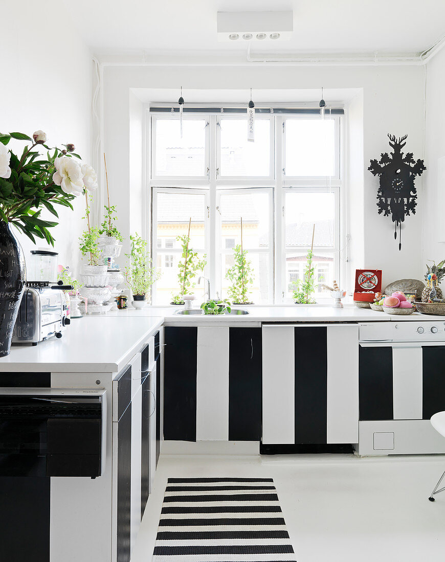 Kitchen with black and white striped fronts and runners with block stripes