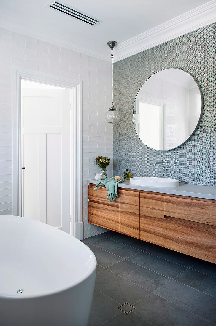 Vanity unit with wooden fronts in a classic bathroom