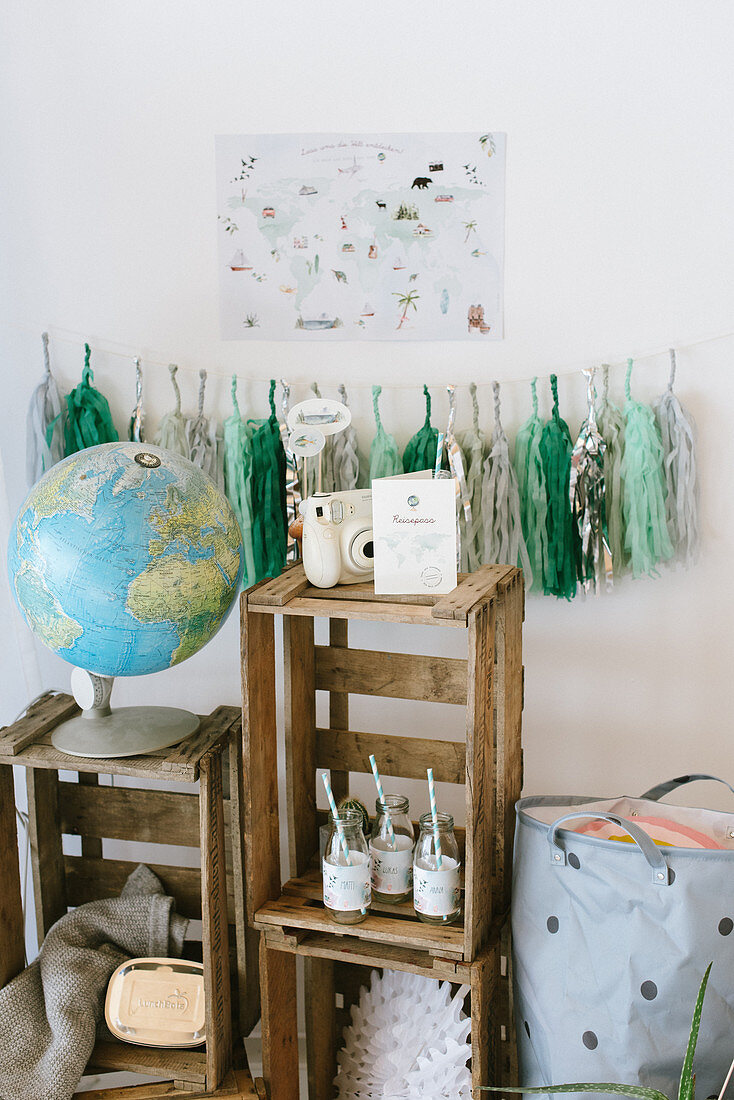 Decoration ideas for child's birthday party with world travel motif