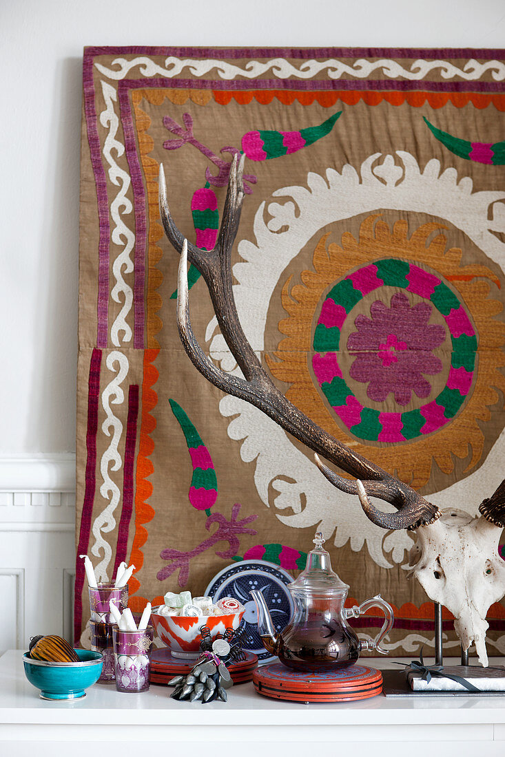 Hunting trophy in front of ethnic-style wall hanging