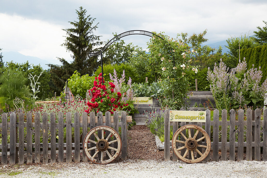 Old Wagon Wheels Flanking Entrance To Buy Image 12961914 Living4media