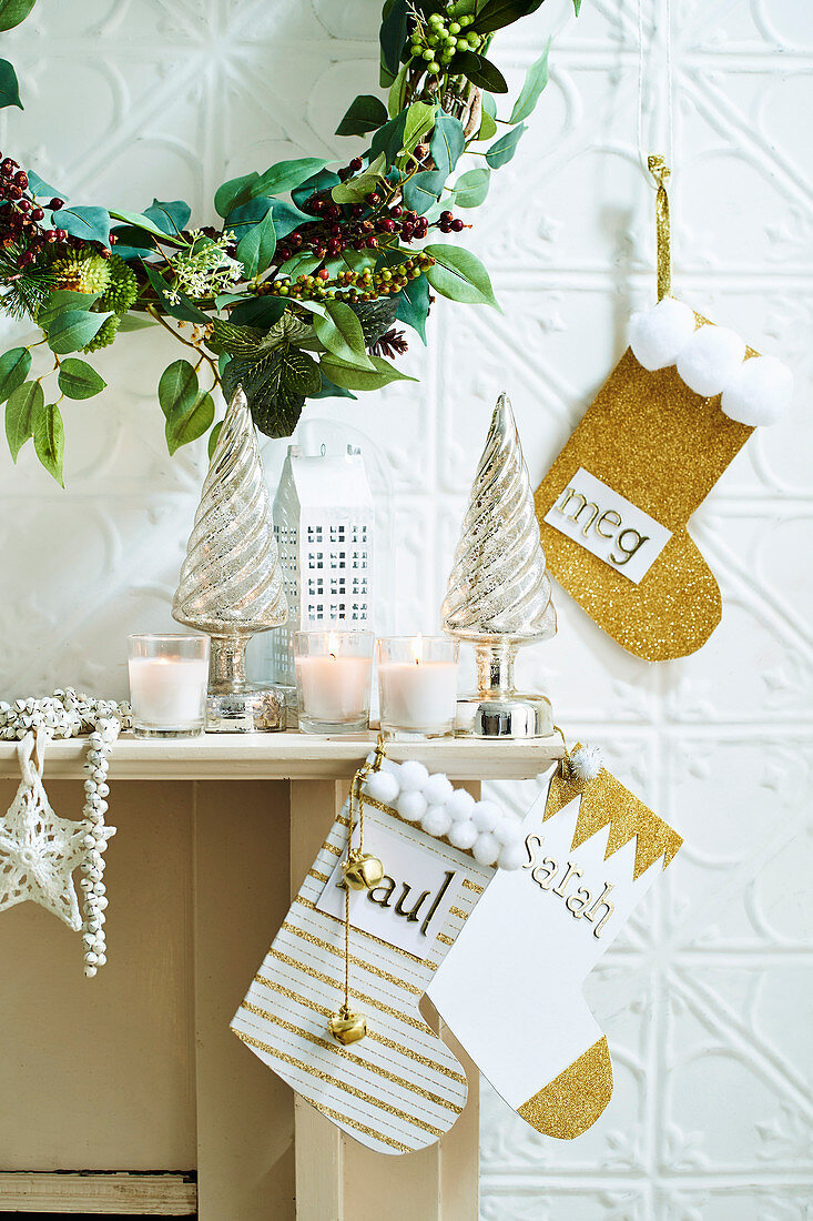 Wall wreath and DIY Santa Claus boots made of paper as Christmas decoration