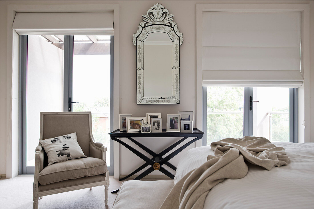 Mirror on wall and pictures on black … – Buy image – 13000066 ❘ living4media