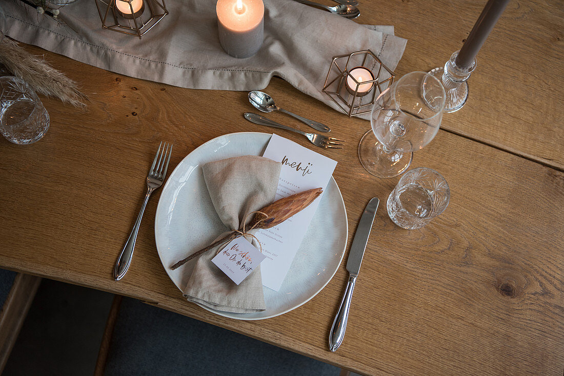Wedding place setting in natural shades with greeting