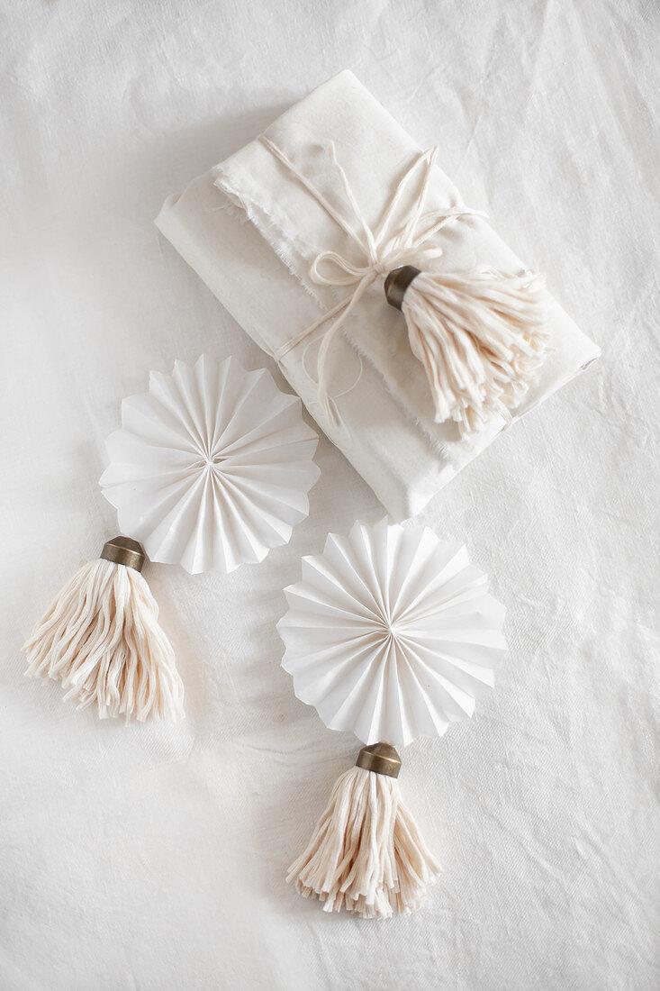 Instructions for making woollen tassels