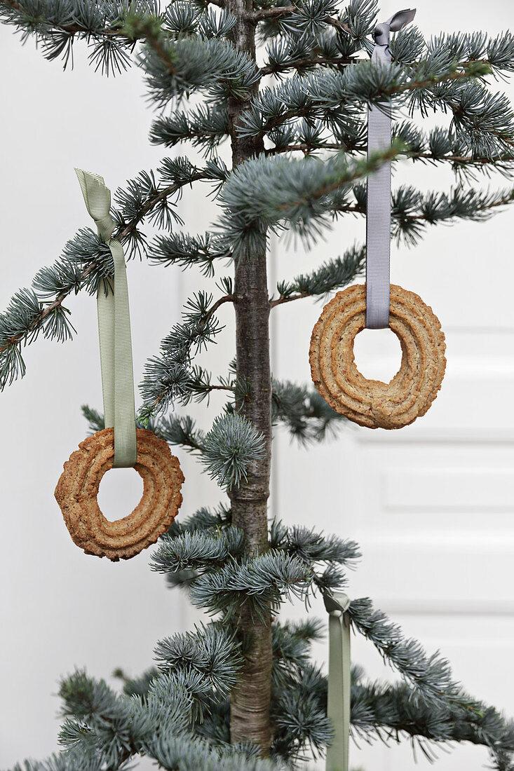 Circular pastries hung on Christmas tree