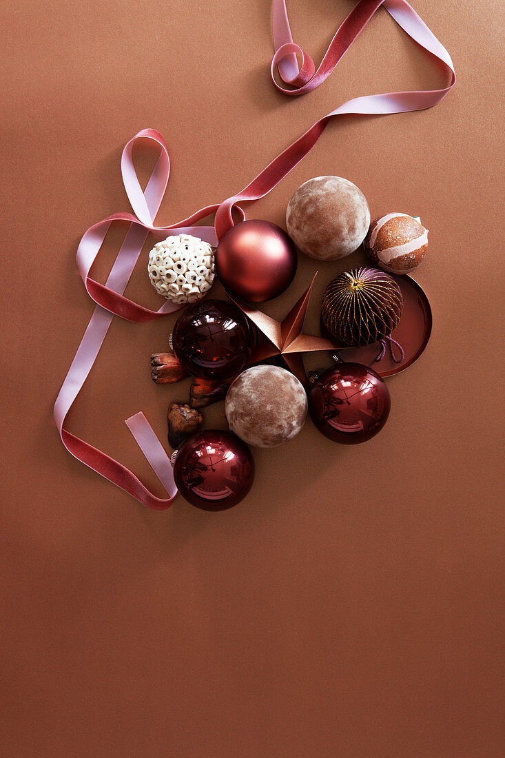 Christmas decorations with velvet ribbon