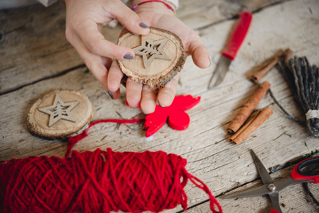 Making Christmas decorations from wooden disc