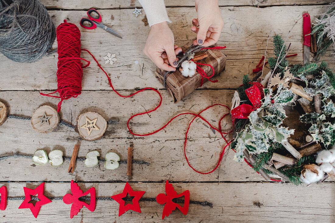 DIY Christmas decoration wrapping