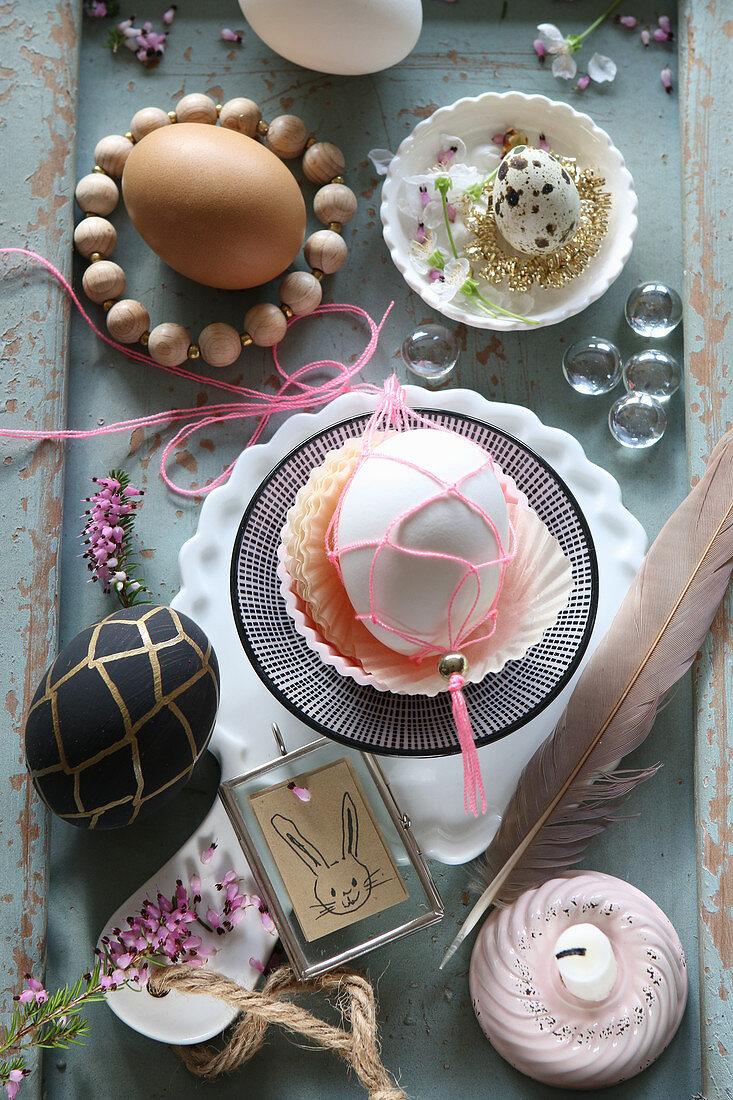 Makramee um ein Osterei und nostalgische Deko mit Krimskrams