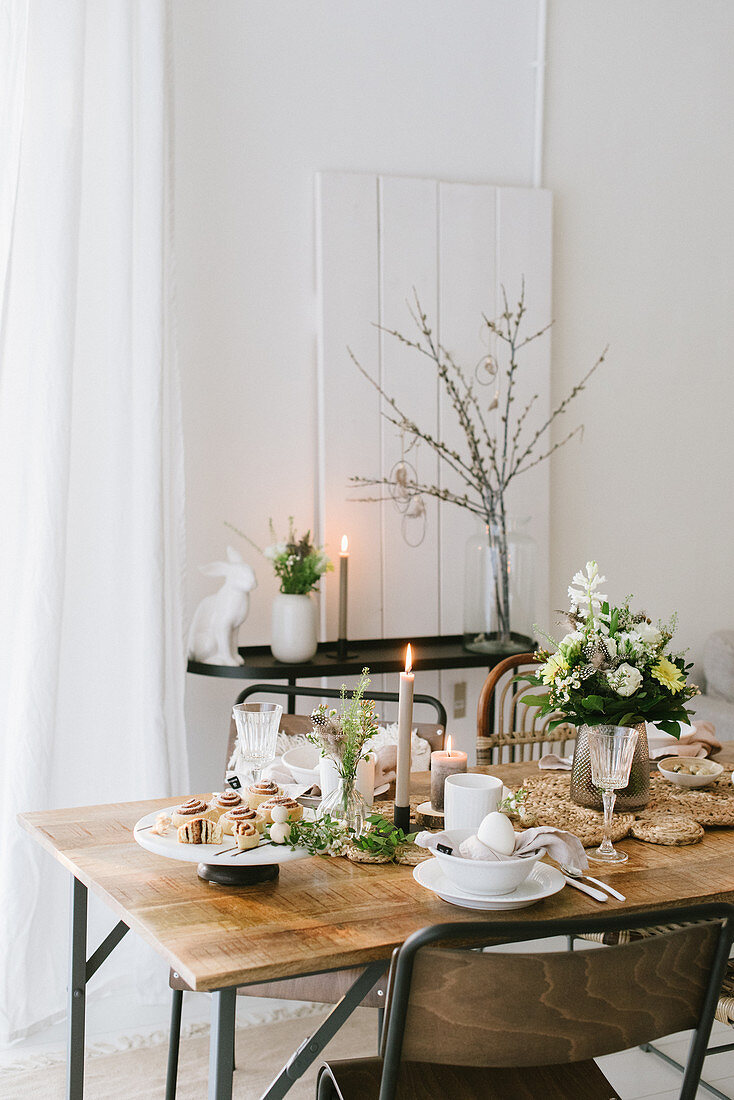 Set Easter table in natural colors