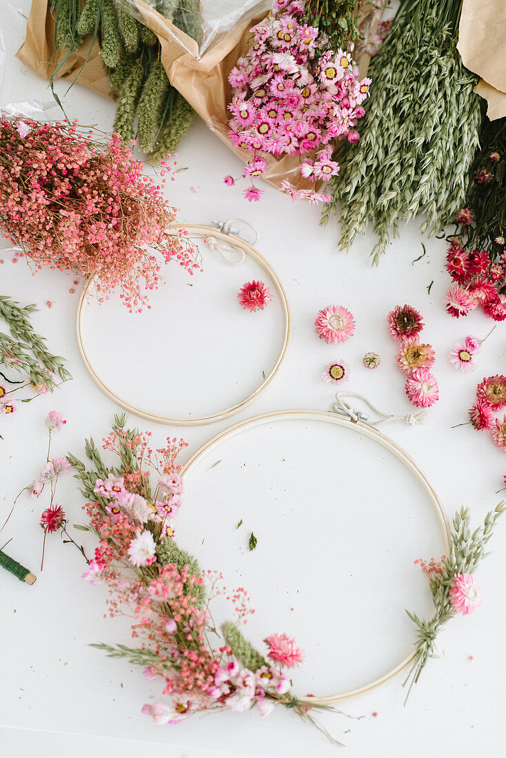 Ingredients for a spring wreath: wooden hoops and dried flowers