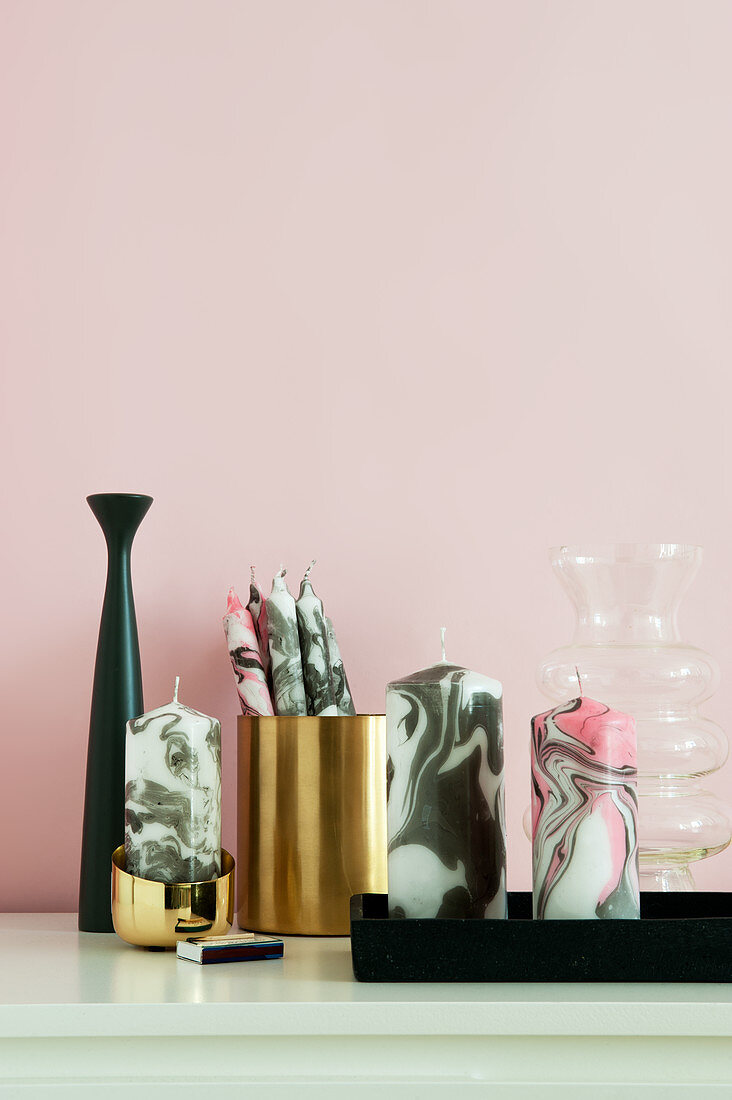 Candles with hand-crafted marble effect