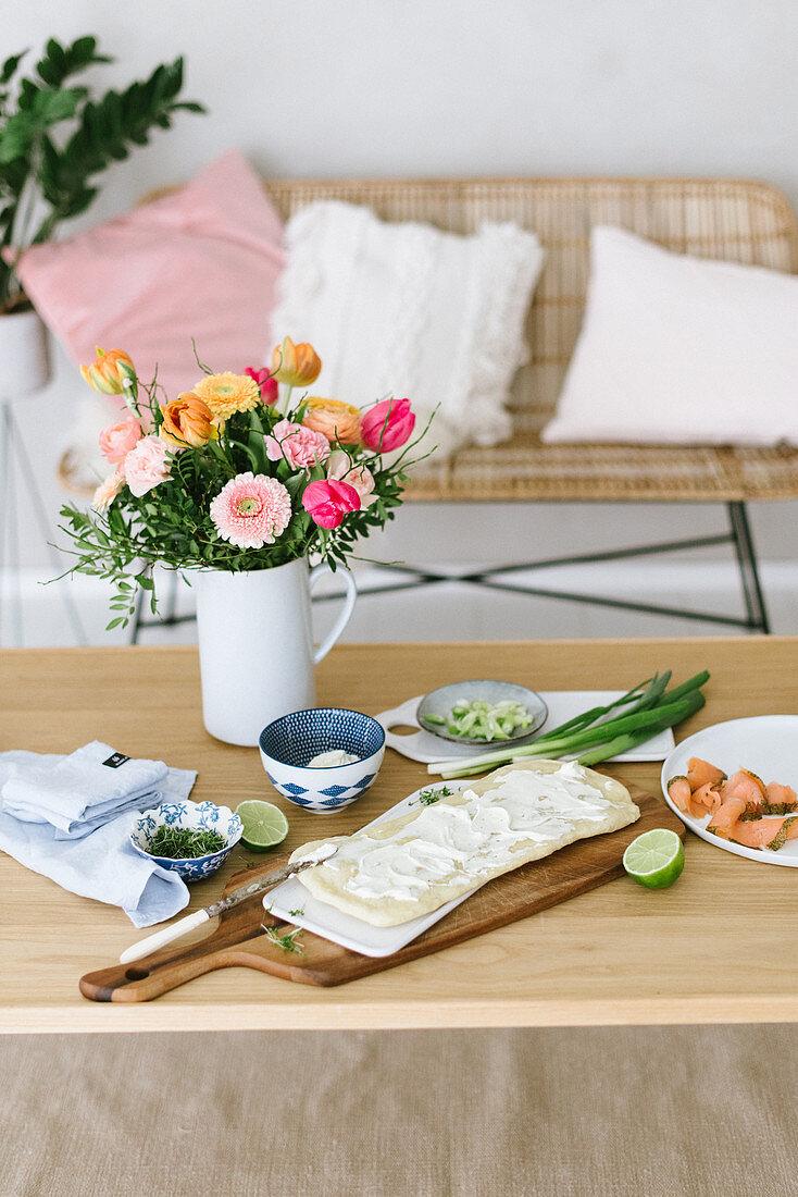 Frühlingshafte Pizza mit Lachs, Kresse und Wasabi belegen