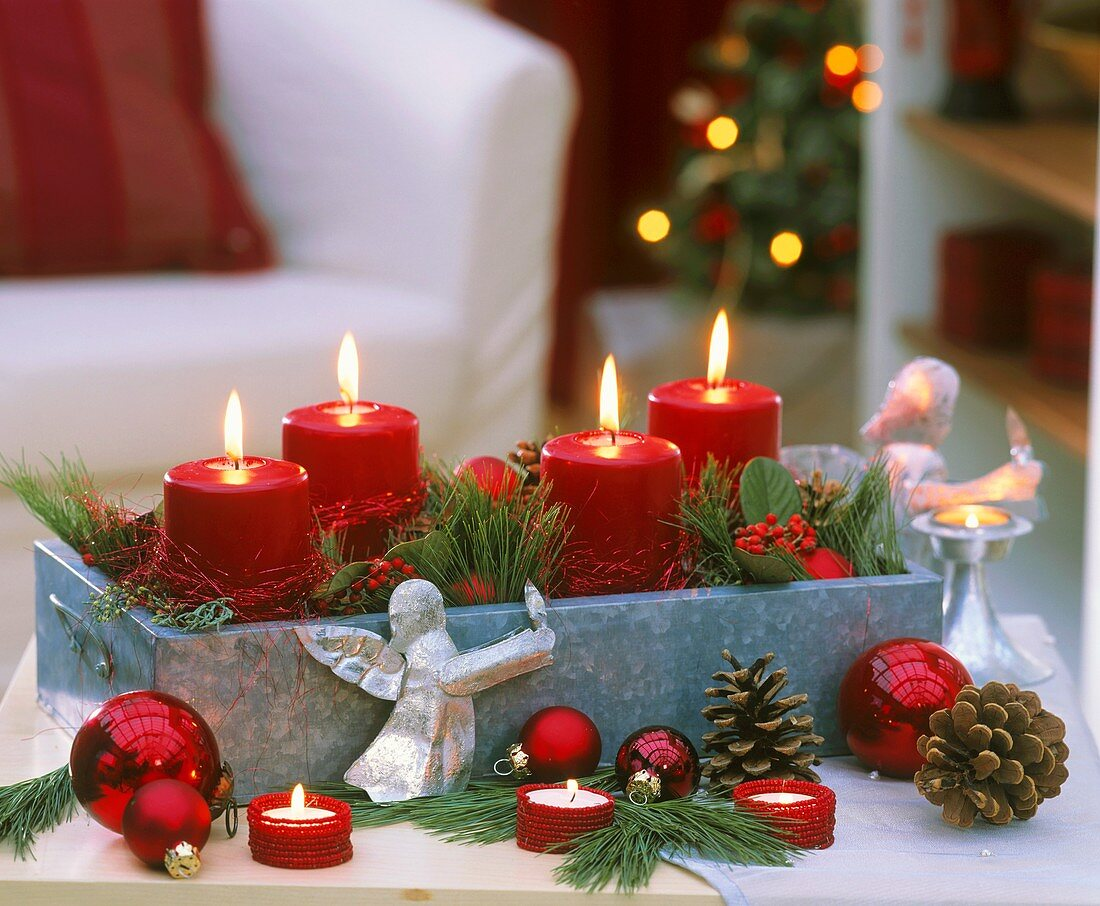 Advent arrangement with red candles