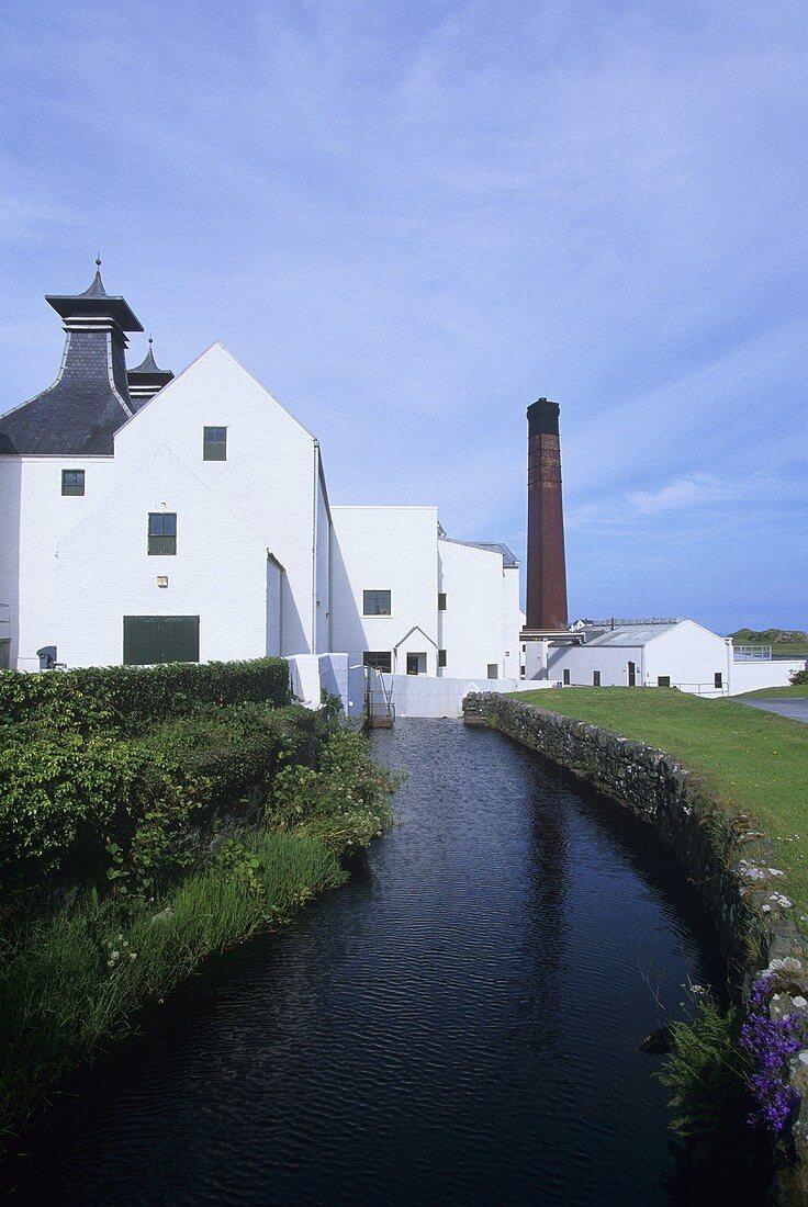 Die Distillery Lagavulin, eine Whisky-Brennerei in Islay, Schottland