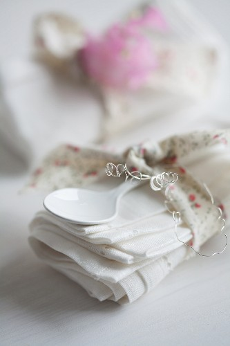 Linen napkin & spoon wrapped in ribbon