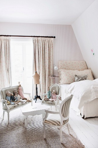 Romantic girl's bedroom with bench and soft toys