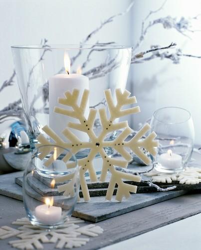 Christmas arrangement of white candles … – Buy image – 11513810 ❘ living4media