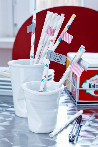 Straws with flags as name tags