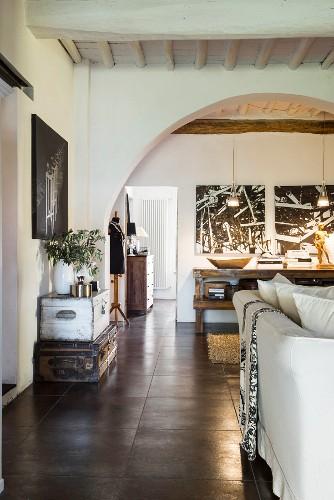 Offenes Wohnen im ehemaligen Weinkeller mit Balkendecke