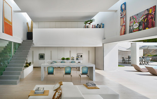 Gallery and open wall leading to pool in modern open-plan interior