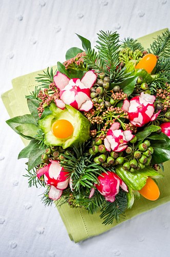 Bouquet of lettuce, cucumber, cherry tomatoes and radishes on a green napkin