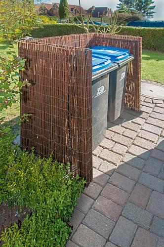 DIY wicker bin screen