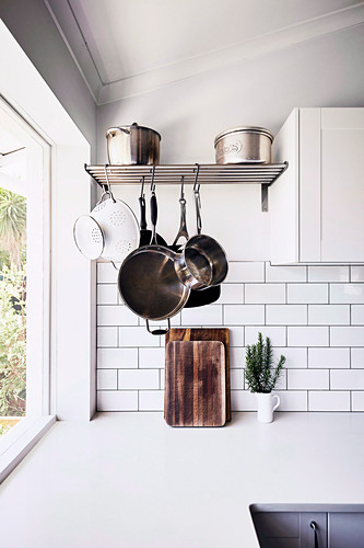 Metal shelf for pots and pans for hanging and standing