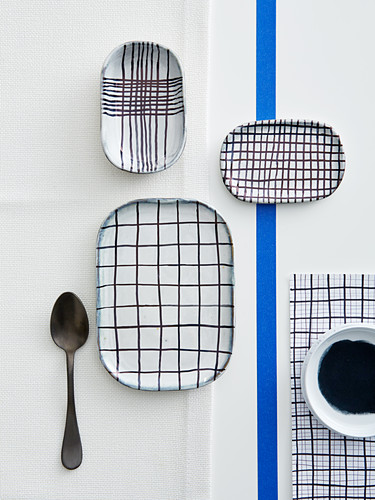 Crockery decorated with checked patterns