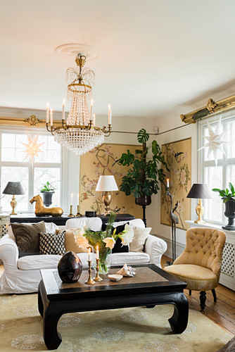 Classic living room in gold, white and black