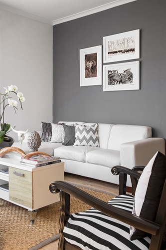 Living room in black, white and grey