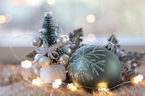 Weihnachtsdeko in Silber und Grün