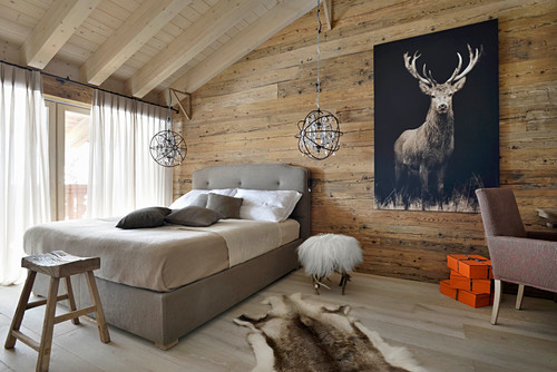 Chalet bedroom in earthy shades